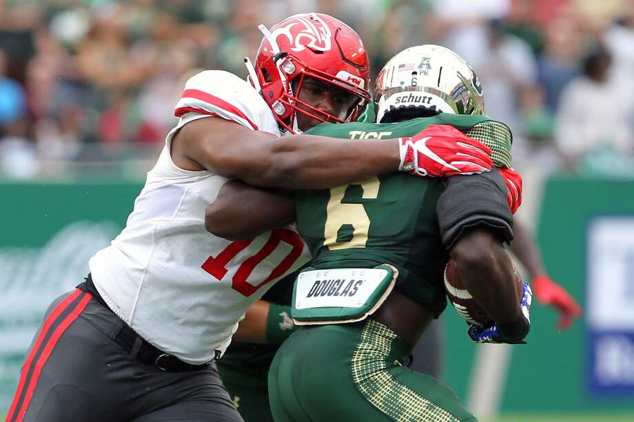 TAMPA, FL - OCTOBER 28: Ed Oliver (10) of Houston wraps up Darius Tice (6) of USF during the game between the Houston Cougars and the USF Bulls on October 28, 2017, at Raymond James Stadium in Tampa, FL. (Photo by Cliff Welch/Icon Sportswire via Getty Images) Photo: Icon Sportswire/Icon Sportswire Via Getty Images