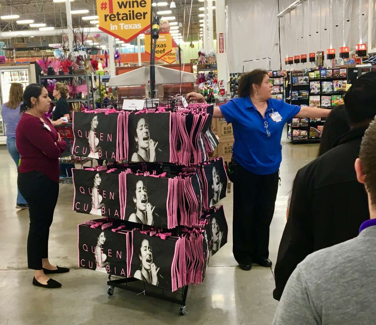 2. When H-E-B released Selena tote bags As expected, long lines formed at H-E-B's across the city when the Tejano Queen's tote bags were released in March 2018. Bags reportedly sold out by 9:15 a.m. at one store- 15 minutes after they went on sale. Read more here.