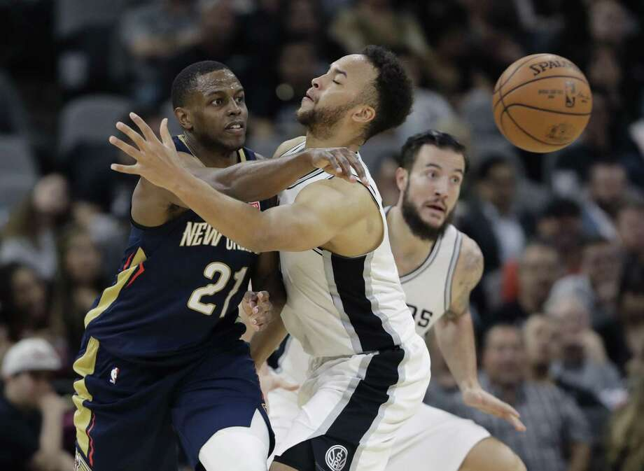New Orleans Pelicans forward Darius Miller (21) passes the ball around San Antonio Spurs forward Kyle Anderson (1) during the second half of an NBA basketball game, Wednesday, Feb. 28, 2018, in San Antonio. New Orleans won 121-116. (AP Photo/Eric Gay) Photo: Eric Gay, STF / Associated Press / Copyright 2018 The Associated Press. All rights reserved.