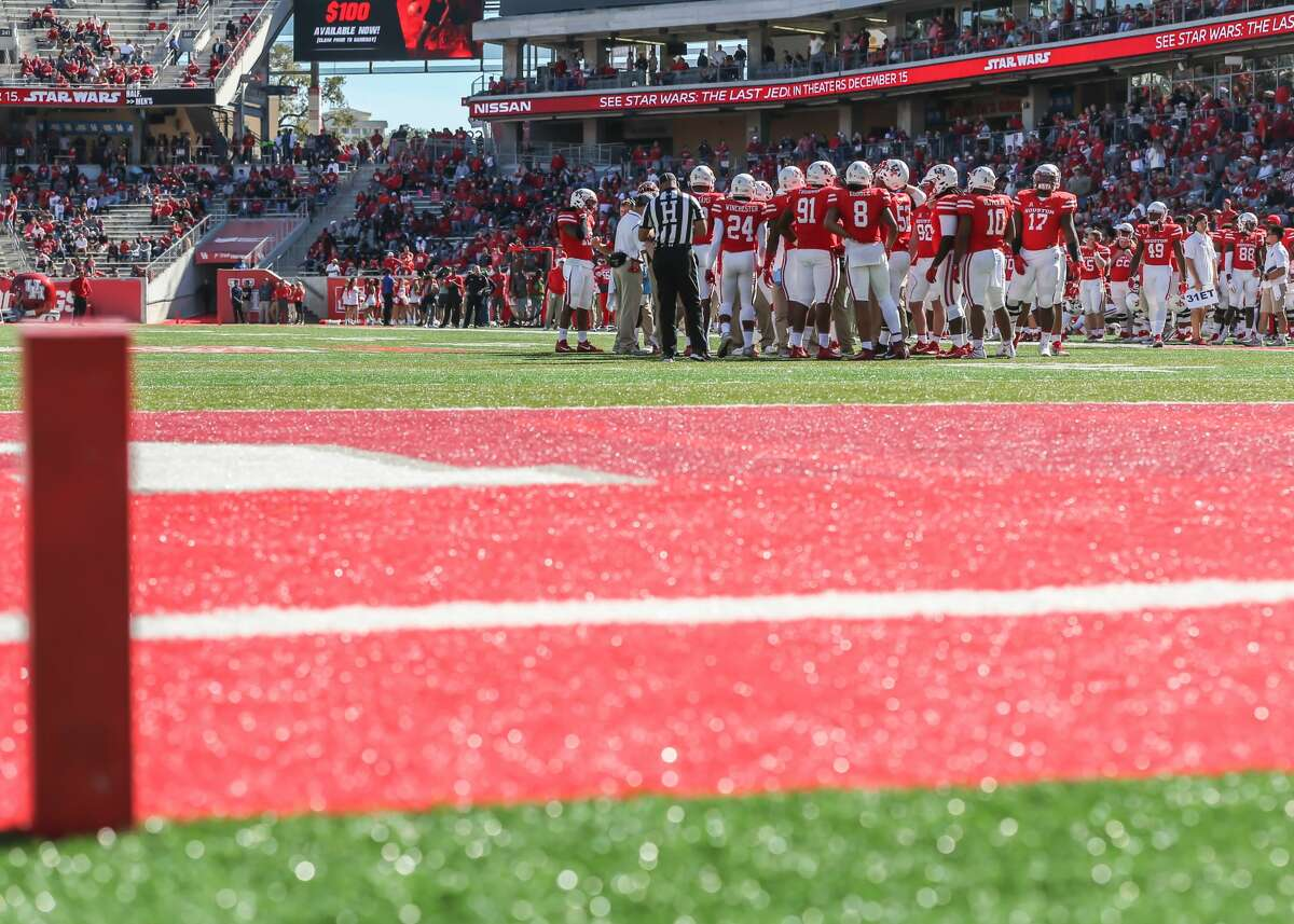 HOUSTON, TX- NOVEMBER 24: Long view from end zone of the Houston Cougars defensive line during the football game between the Navy Midshipmen and Houston Cougars on November 24, 2017 at TDECU Stadium in Houston, Texas. (Photo by Leslie Plaza Johnson/Icon Sportswire via Getty Images) Browse through the gallery for a look at things to watch for the Cougars.