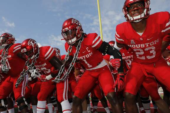 HOUSTON, TX - NOVEMBER 04:  Garrett Davis #1 of the Houston Cougars huddles with teammates before the game against the East Carolina Pirates at TDECU Stadium on November 4, 2017 in Houston, Texas.  (Photo by Tim Warner/Getty Images)