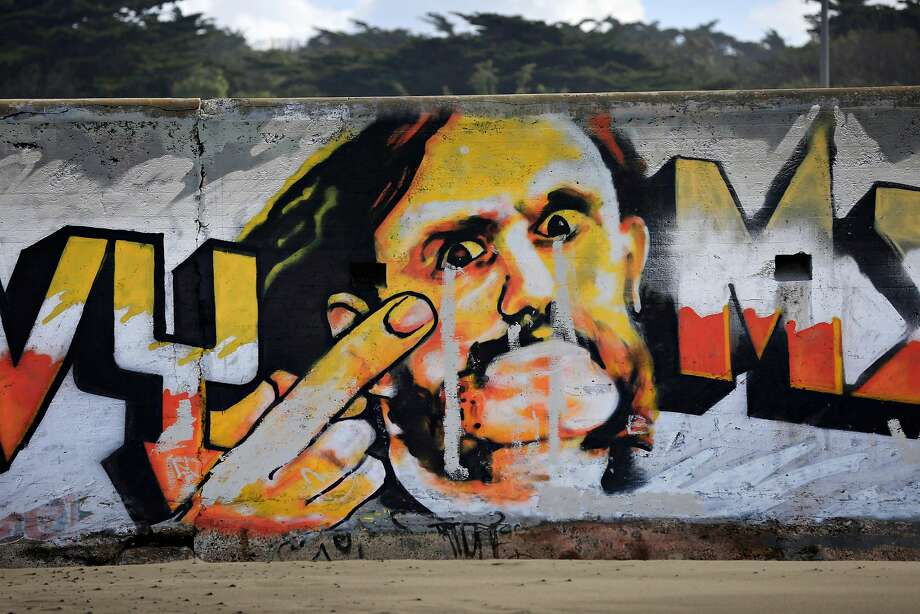 An artist trying to touch up his 2015 tribute to the late Lemmy Kilmister of Motörhead on an Ocean Beach seawall was arrested. Photo: Lea Suzuki, The Chronicle