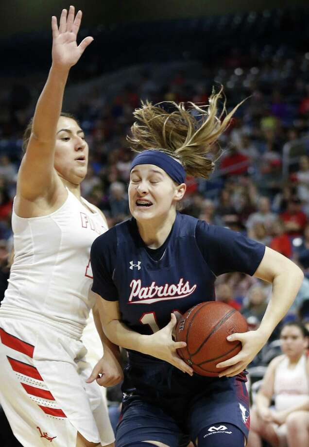 Veterans Memorial's Brenna Perez drives around Denver City's Haylee Villareal during their UIL Class 4A girls state semifinal game held Friday March 2, 2018 at the Alamodome. Veterans Memorial won 57-51. Photo: Edward A. Ornelas, Staff / San Antonio Express-News / © 2018 San Antonio Express-News