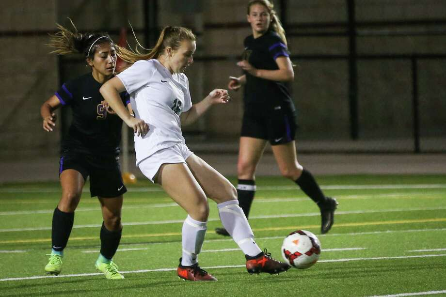 The Woodlands' Grace Stine (19) controls the ball during the girls soccer game against Montgomery on Friday, March 2, 2018, at Woodforest Bank Stadium in The Woodlands. (Michael Minasi / Houston Chronicle) Photo: Michael Minasi, Staff Photographer / © 2017 Houston Chronicle