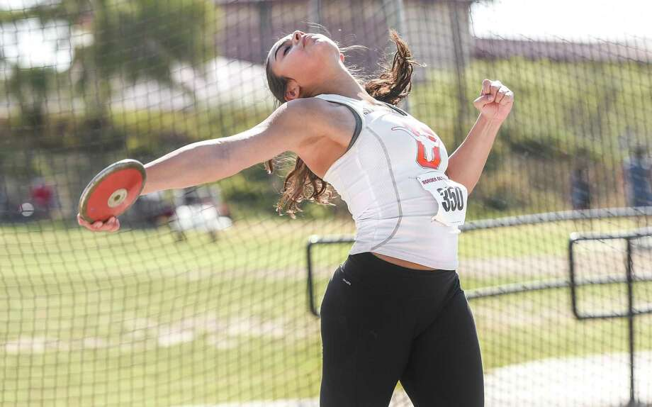 United's Sadey Rodriguez was fourth in the discus on Friday at the Border Olympics. Photo: Danny Zaragoza /Laredo Morning Times