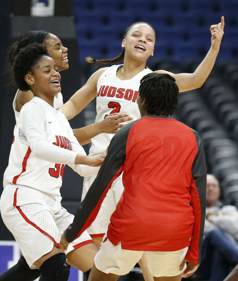 JudsonÕs Kierra Sanderlin (from left), Desiree Lewis, Corina Carter, and Demiya Barnett celebrate their 71-66 win over Sachse after the UIL Class 6A girls state semifinal game held Friday March 2, 2018 at the Alamodome. Photo: Edward A. Ornelas, Staff / San Antonio Express-News / © 2018 San Antonio Express-News