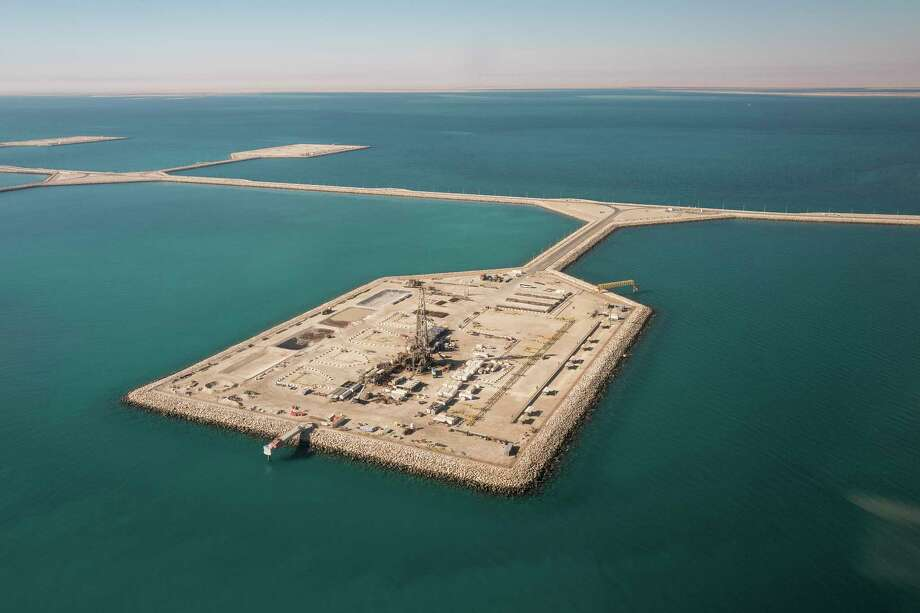 FILE -- An aerial view of the Manifa Oil Field project, north of Dammam, Saudi Arabia, in the Gulf, Jan. 11, 2018. While Saudi Arabia is still a major energy producer, it must compensate for its lost revenue, and the U.S., China and Russia are all circling in hopes of gaining a financial advantage. (Christophe Viseux/The New York Times) Photo: CHRISTOPHE VISEUX, NYT / NYTNS