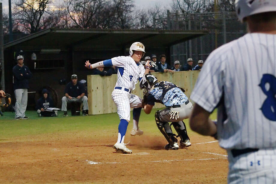 Clear Springs' Trey Luper  (7) tries to dodge the tag by Humble Kingwood's Austin Flematti (18) Friday in the CCISD baseball tournament. Photo: Kirk Sides / © 2018 Kirk Sides / Houston Chronicle