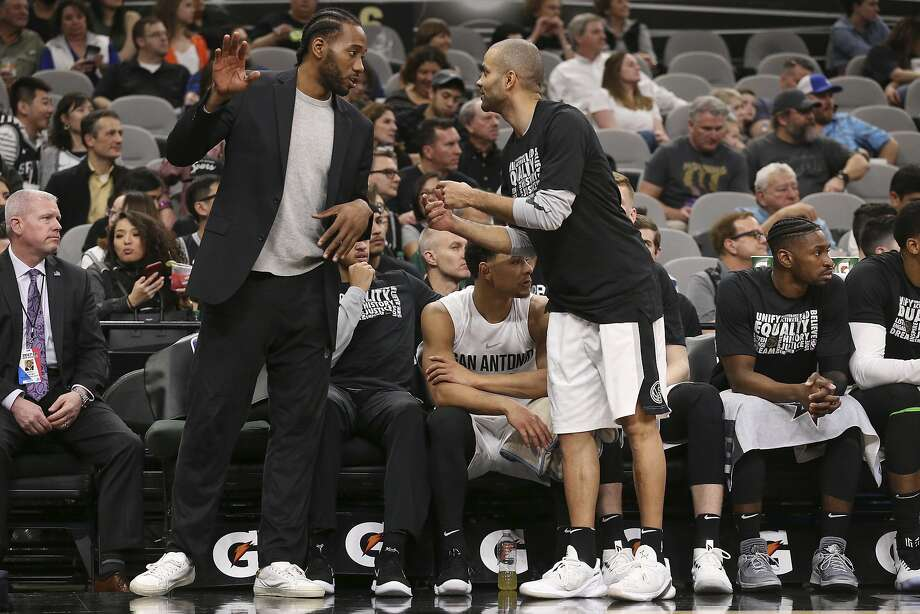 San Antonio Spurs' Tony Parker talks with Kawhi Leonard during the second half against the New Orleans Pelicans at the AT&T Center, Wednesday, Feb. 28, 2018. The Spurs lost, 121-116. Photo: JERRY LARA, San Antonio Express-News
