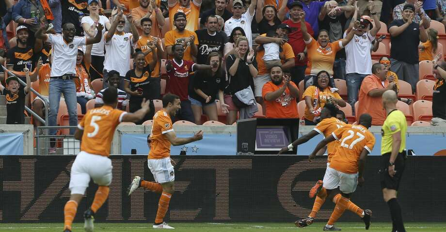 Houston Dynamo forward Andrew Wenger , center, celebrate scoring a goal at the fifth minute with teammates during the first half of the MLS game against the Atlanta United at BBVA Compass Stadium on Saturday, March 3, 2018, in Houston. ( Yi-Chin Lee / Houston Chronicle ) Photo: Yi-Chin Lee/Houston Chronicle