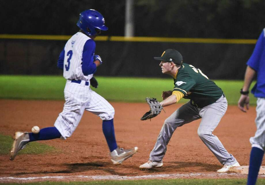 Eddie Andrews and Nixon fell 10-4 against Wagner in the championship game at the Edgewood ISD tournament Saturday. Photo: Danny Zaragoza /Laredo Morning Times File