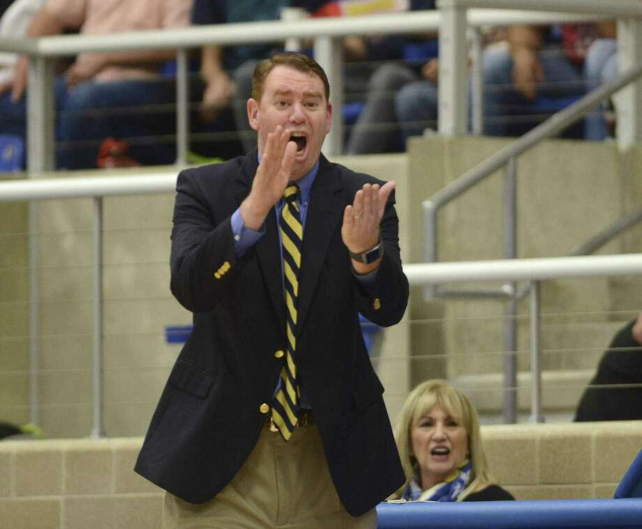 Alamo Heights head basketball coach Andrew Brewer encourages his team during UIL Region IV-5A boys basketball finals action against Laredo Nixon at the Northside ISD Gym on Saturday, March 3, 2018. Photo: Billy Calzada, Staff / San Antonio Express-News / San Antonio Express-News