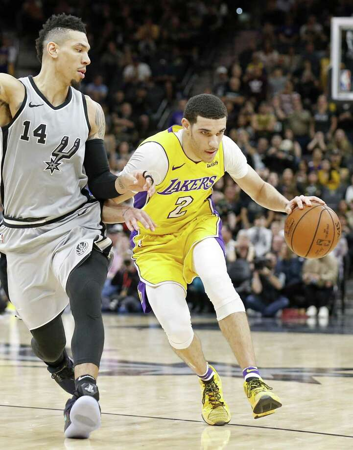 San Antonio Spurs guard Danny Green (14) defends Los Angeles Lakers guard Lonzo Ball (2) during second half action Saturday March. 3, 2018 at the AT&T Center. The Los Angeles Lakers won 116-112. Photo: Edward A. Ornelas, Staff / San Antonio Express-News / © 2018 San Antonio Express-News