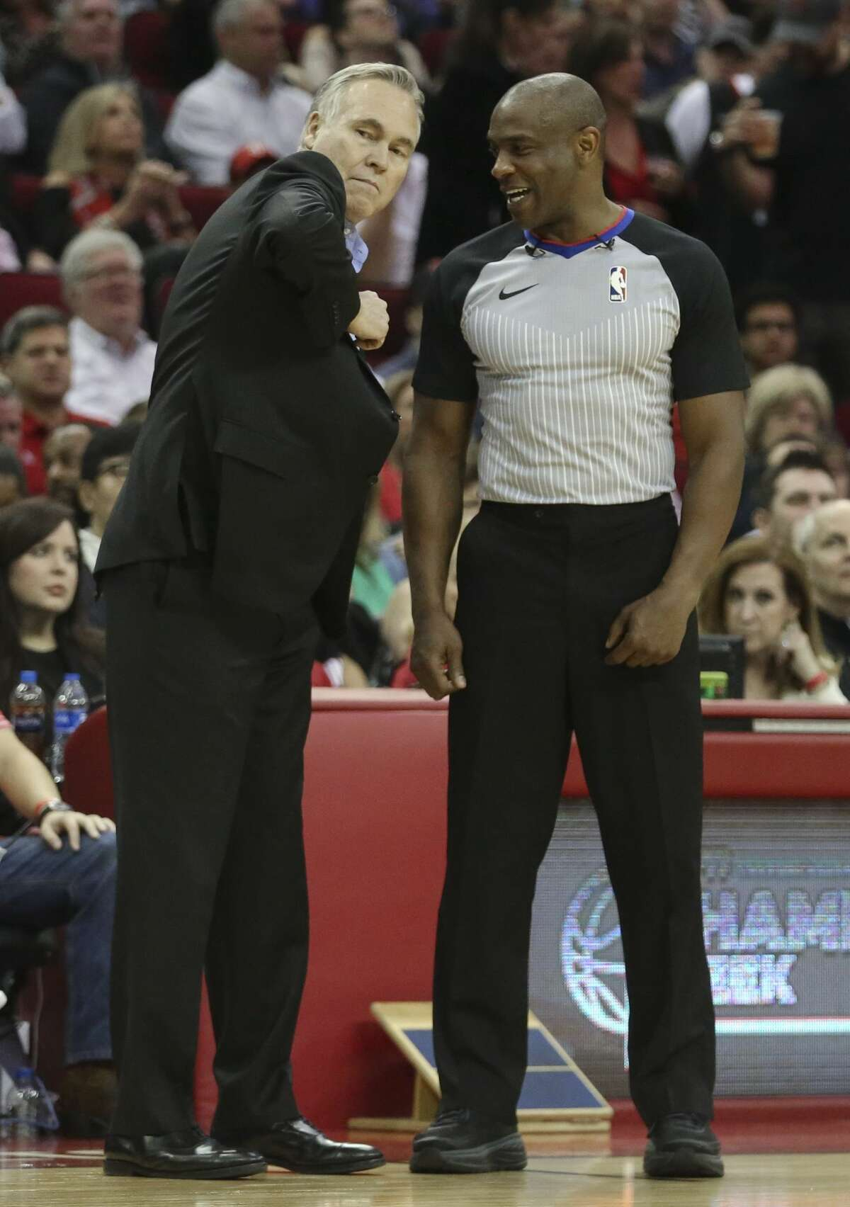 Houston Rockets head coach Mike D'Antoni argues a foul call against Chris Paul (3) with referee Tony Brown during the second quarter of a NBA game at the Toyota Center on Saturday, March 3, 2018, in Houston. ( Yi-Chin Lee / Houston Chronicle )