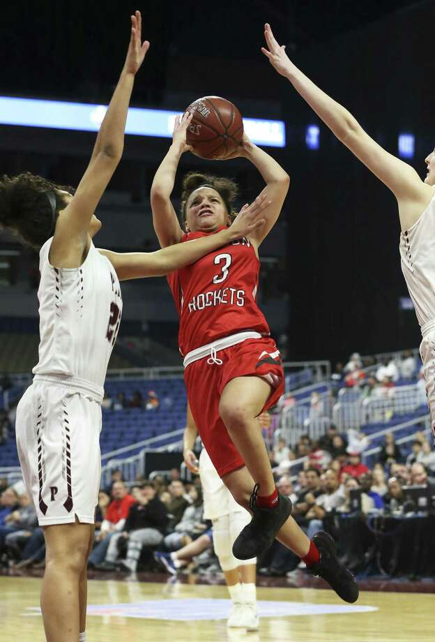 Rocket guard Corina Carter takes on bigger defenders to get to the bucket as Judson plays Plano in the Class 6A high school girls state championship game at the Alamodome on March 3, 2018. Photo: Tom Reel, Staff / San Antonio Express-News / 2017 SAN ANTONIO EXPRESS-NEWS