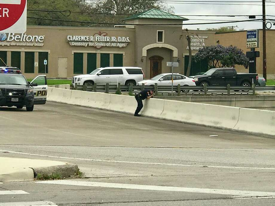 San Antonio police investigate the scene at U.S. 281 and Donella Drive, on the North Side, where a man jumped from the overpass Sunday afternoon, March 4, 2018. Photo: Nicole Bautista