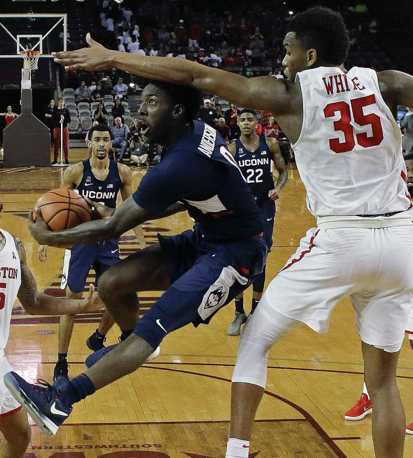 UConn's Antwoine Anderson, left, drives to the basket as Houston's Fabian White Jr. defends Sunday in Houston. Photo: Eric Christian Smith / Associated Press / FR171023 AP