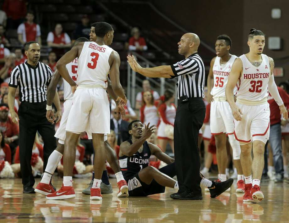 Last home game for Houston Cougars vs. Connecticut Huskies at H&PE Arena at TSU on Sunday, March 4, 2018, in Houston. Houston Cougars won the game 81-71. ( Elizabeth Conley / Houston Chronicle ) Photo: Elizabeth Conley/Houston Chronicle