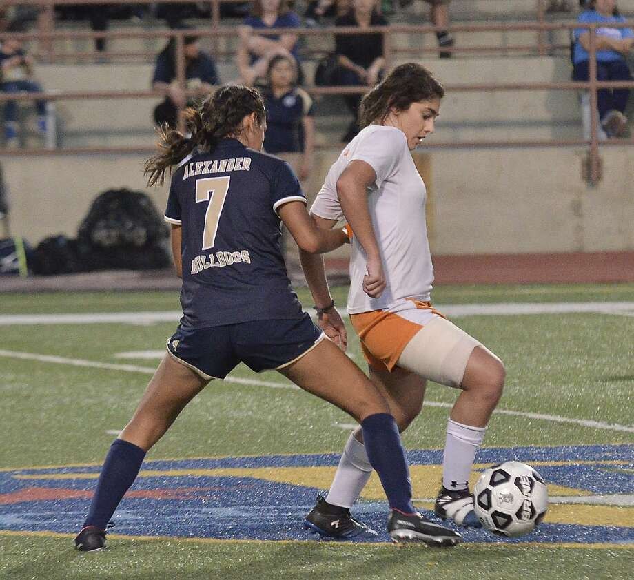 United is currently No. 1 in District 29-6A 5A while Martin has a tight grip on the fourth seed in District 31-5A with three games left in the regular season. Photo: Cuate Santos /Laredo Morning Times File / Laredo Morning Times