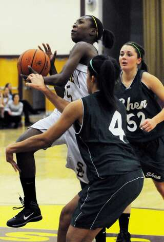 Tehresa Coles of Colonie takes a shot against Shenendehowa. (Luanne M. Ferris / Times Union) Photo: LMF