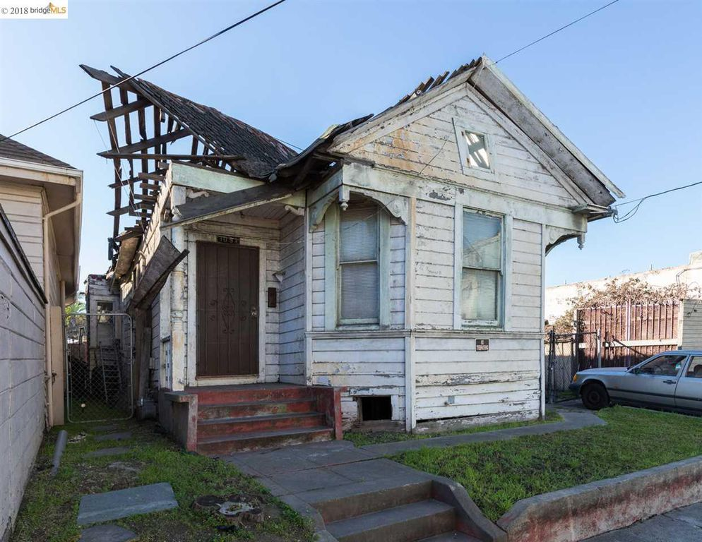 This $399,000 Oakland teardown got 17 offers but is still on