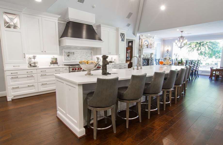 Amazing This Traditional Kitchen Features An Extra Long Island And Counters With  Plenty Of Drawers