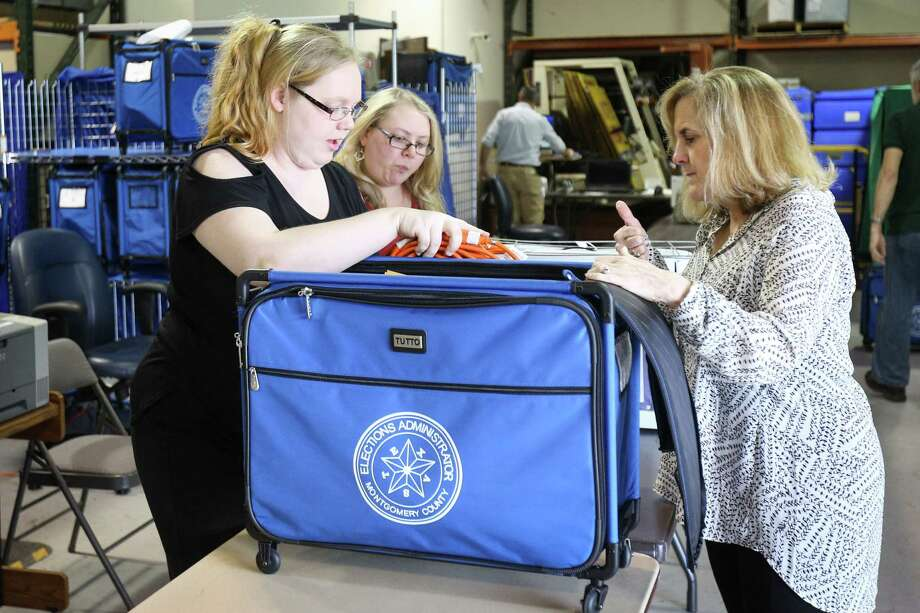 Montgomery County Elections clerks Dusty Day, left, and Jennifer Sheffield, center, assist election co-judge Kathryn Jackson, right, during primary election preparations on Monday, March 5, 2018, at Elections Central in Conroe. Photo: Michael Minasi, Staff Photographer / © 2017 Houston Chronicle