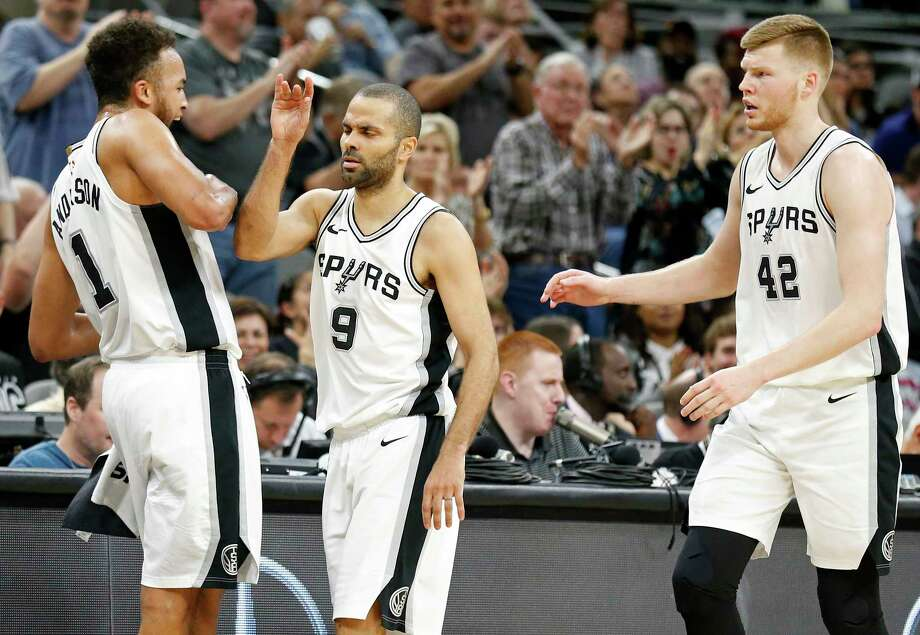 San Antonio Spurs guard Tony Parker (9) celebrates with teammates Kyle Anderson (1) and Davis Bertans (42) after a basket during second half action against the Memphis Grizzlies Monday March 5, 2018 at the AT&T Center. Photo: Edward A. Ornelas, San Antonio Express-News / © 2018 San Antonio Express-News