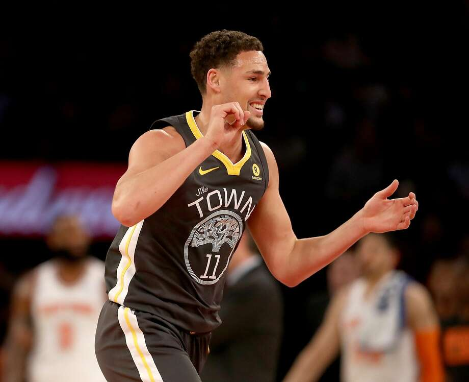 Klay Thompson #11 of the Golden State Warriors celebrates his three point shot in the second half against the New York Knicks at Madison Square Garden on February 26, 2018 in New York City.  Photo: Elsa, Getty Images