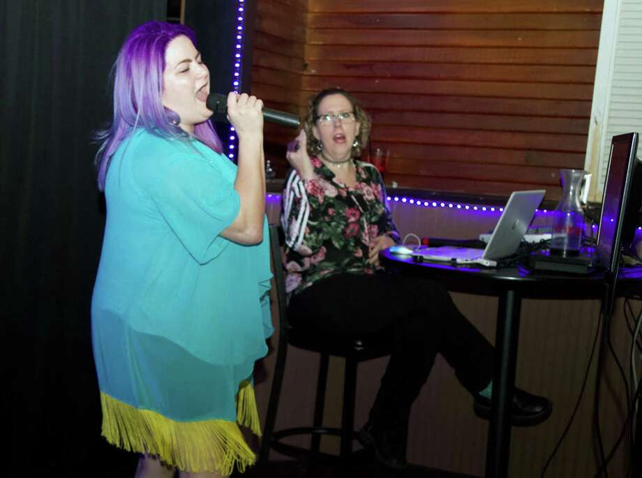Katy Baez sings karaoke at Krystal's Cocktails. Photo: Xelina Flores /For The Express-News