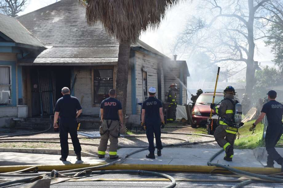 Firefighters work to douse flames at a San Antonio home in the 200 block of East Malone on the south side on Tuesday, March 6, 2018. Photo: Caleb Downs / San Antonio Express-News
