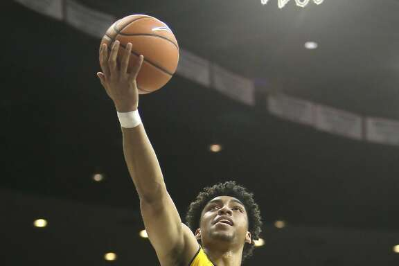California forward Justice Sueing (10) during an NCAA college basketball game against Arizona, Saturday, March 3, 2018, in Tucson, Ariz. Arizona defeated California 66-64. (AP Photo/Rick Scuteri)