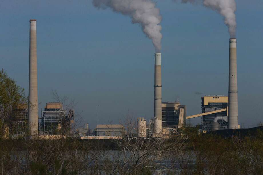 CPS Energy's coal-fired power plant J.K. Spruce (right) on Calaveras Lake spews emissions in January 2018. The J.T. Deely plant (left stack) was shut down Dec. 31, 2018. Photo: File / San Antonio Express-News / ©John Davenport/San Antonio Express-News