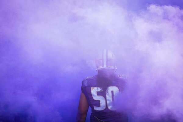 October 22, 2016: Washington defensive lineman Vita Vea (50) runs out of the tunnel at Husky Stadium in Seattle, WA. (Photo by Christopher Mast/Icon Sportswire via Getty Images)