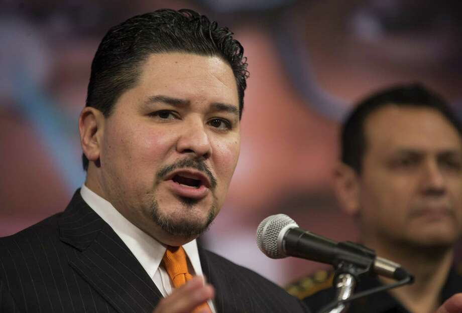 HISD Superintendent Richard Carranza speaks to the media during a press conference addressing security at Houston-area schools, Wednesday, Feb. 21, 2018, in Houston.  ( Mark Mulligan / Houston Chronicle ) Photo: Mark Mulligan, Houston Chronicle / Houston Chronicle / © 2018 Houston Chronicle
