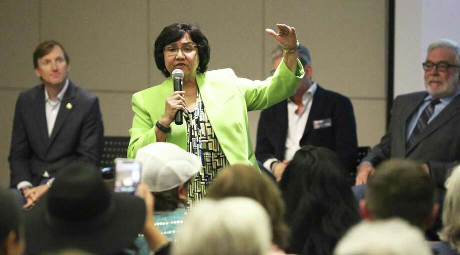 Lupe Valdez talks about her platform as Bexar County Democrat Chairman Manuel Medina hosts a gubernatorial candidate forum at the San Antonio Public Library on February 13, 2018. Photo: Tom Reel, Staff / San Antonio Express-News / 2017 SAN ANTONIO EXPRESS-NEWS