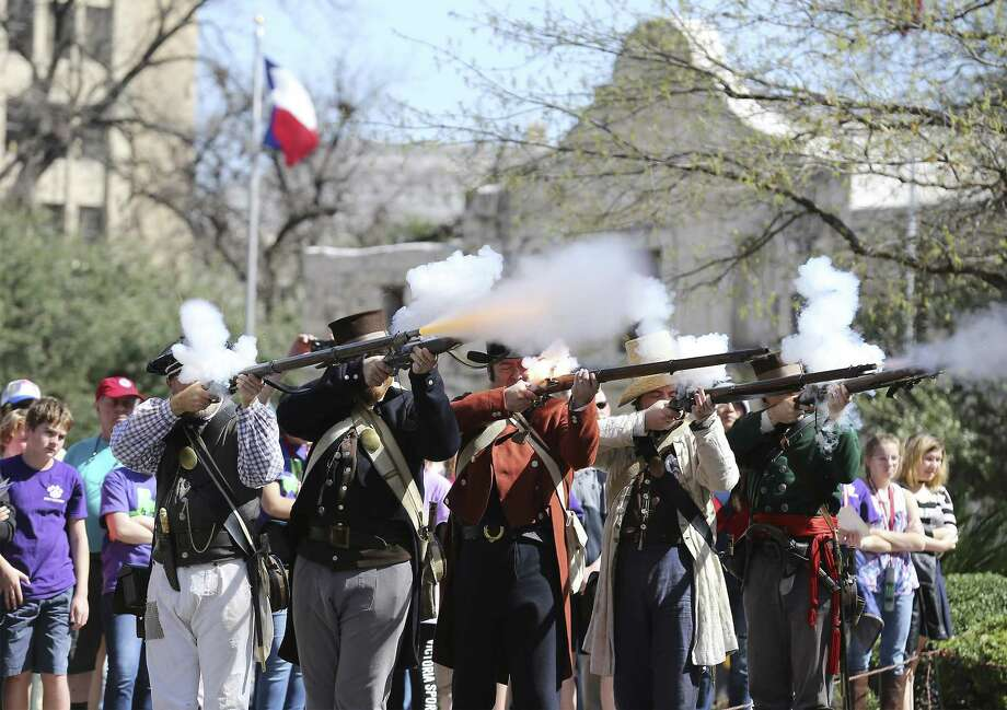 "Historical re-enactors portray the arrival of the ""Immortal 32"" on the grounds of the Alamo. A reader praises a  historical series on the siege of the Alamo. Photo: Kin Man Hui /San Antonio Express-News / ©2018 San Antonio Express-News"