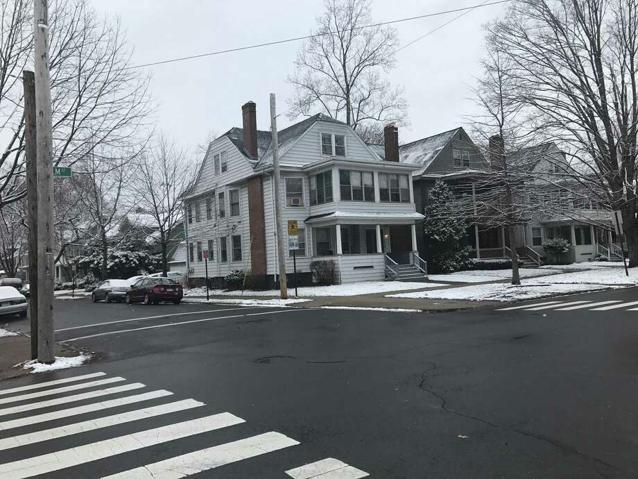 Elm Street in New Haven is covered by the thinest dusting of snow Wednesday morning. Photo: By Jessica Lerner