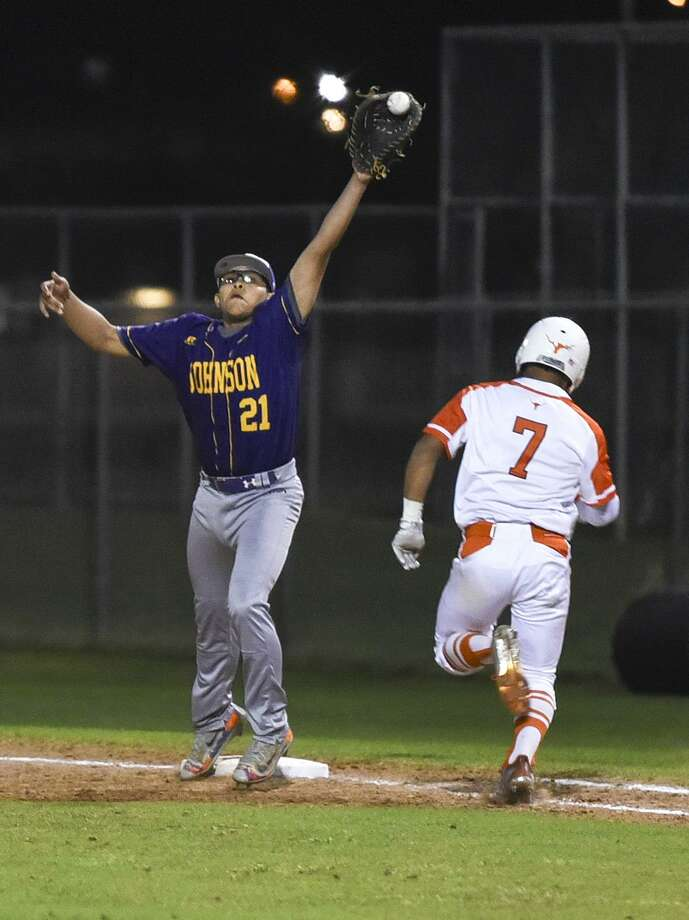 Fernando Benavides had a double and a run as United beat LBJ 13-3 in five innings Tuesday at the SAC to open district play. Photo: Danny Zaragoza /Laredo Morning Times