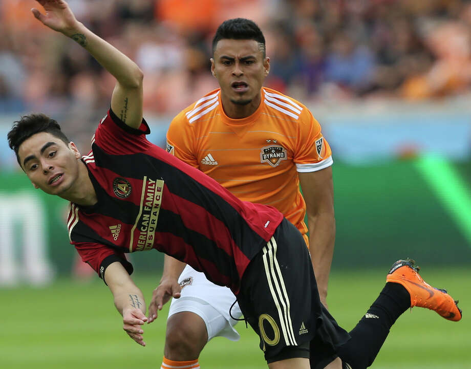 Atlanta United midfielder Miguel Almiron (10) is out-of-balance after tangling with Houston Dynamo midfielder Darwin Ceren (24) during the second half of the MLS game at BBVA Compass Stadium on Saturday, March 3, 2018, in Houston. ( Yi-Chin Lee / Houston Chronicle ) Photo: Yi-Chin Lee/Houston Chronicle