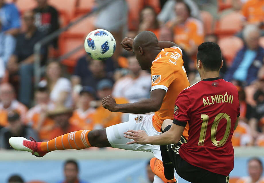 Dynamo defender Adolfo Machado (3) has started at center back and right back in two games this season. Coach Wilmer Cabrera may have him play both positions more often in 2018. Photo: Yi-Chin Lee/Houston Chronicle