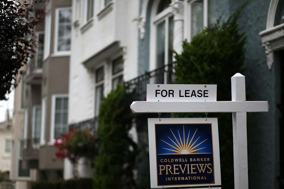 A for lease sign is posted in front of home for rent in San Francisco, California. Photo: Justin Sullivan/Getty Images