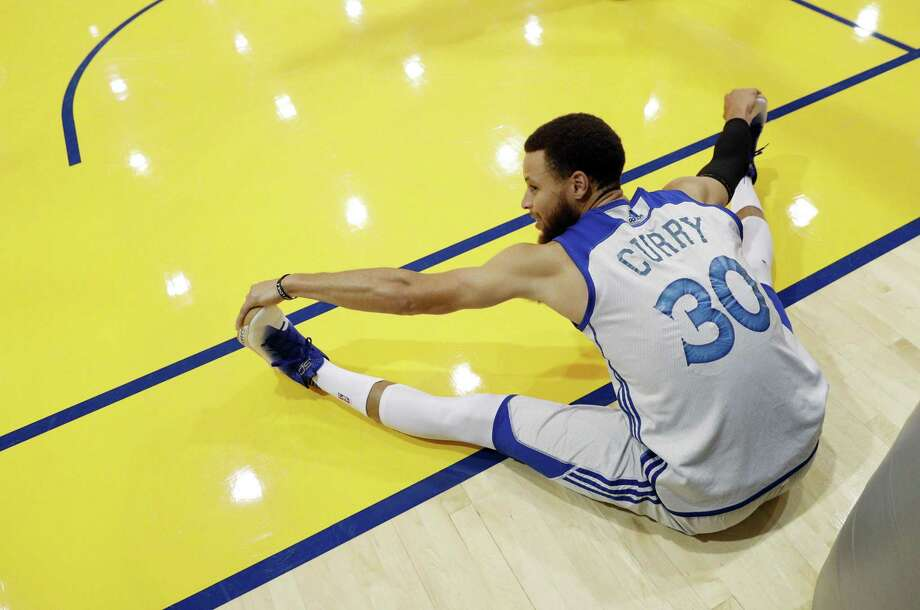 Stephen Curry stretches during practice at the Warriors headquarters in Oakland on May 29, 2017. Photo: Carlos Avila Gonzalez / The Chronicle / ONLINE_YES