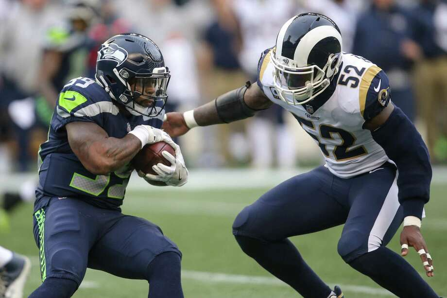 Seahawks running back Mike Davis attempts to avoid Rams linebacker Alec Ogletree during the first half at CenturyLink Field on Sunday, Dec. 17, 2017. Photo: GRANT HINDSLEY, SEATTLEPI.COM / SEATTLEPI.COM
