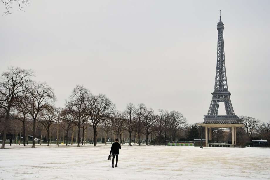 Paris this winter? Why not when it's this cheap! Photo: CHRISTOPHE SIMON, AFP/Getty Images