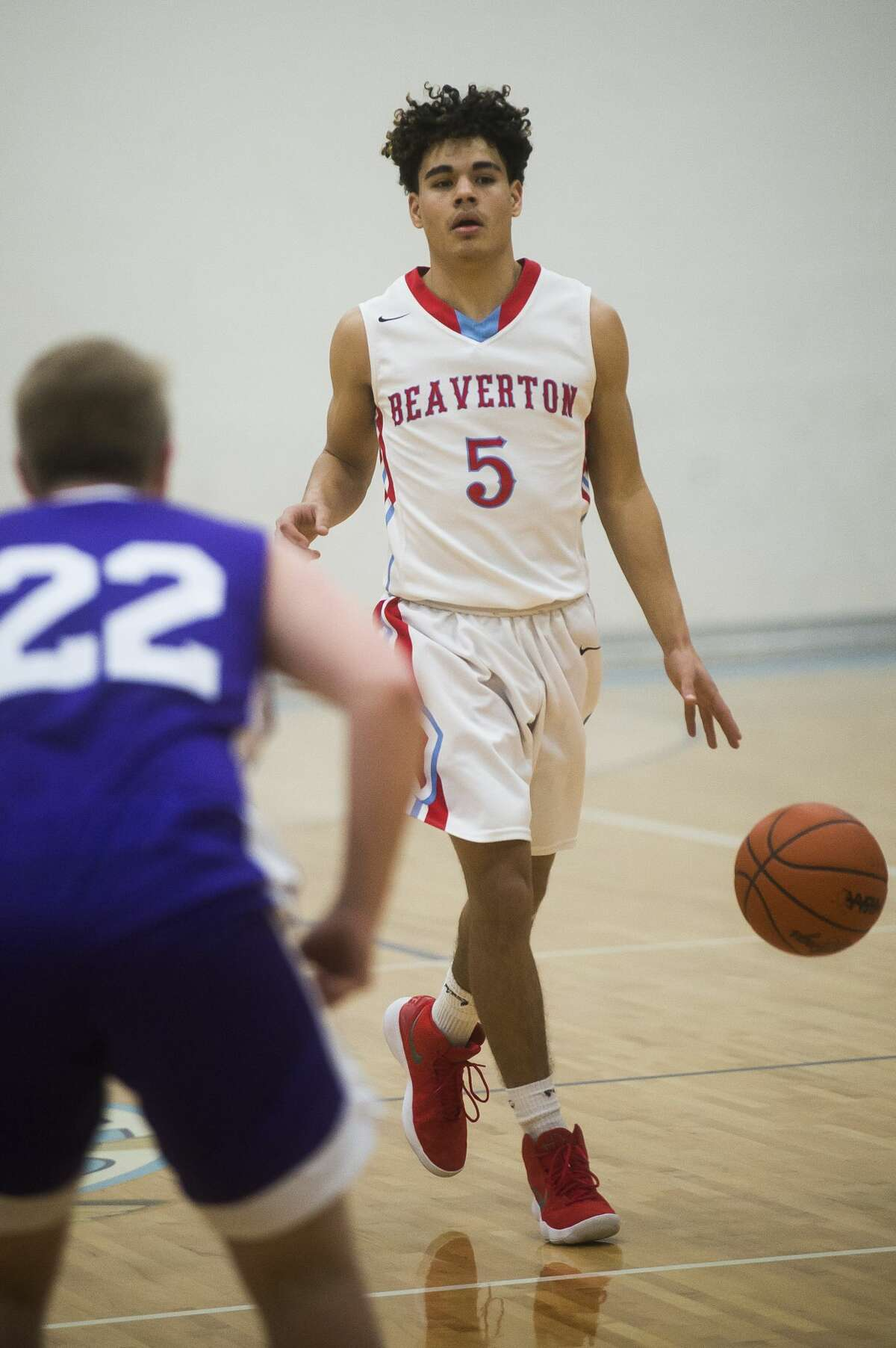 Beaverton senior Nate Taylor dribbles down the court during the Beavers' district semifinals game against Farwell on Wednesday, March 7, 2018 at Meridian High School. (Katy Kildee/kkildee@mdn.net)