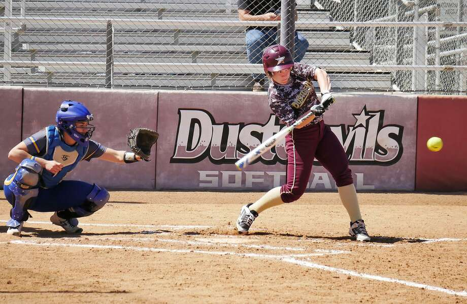 The Dustdevils lost a pair of games at home to first-place and league unbeaten St. Mary's falling 8-1 and 4-1 on Wednesday. Samantha Edmiston was the lone TAMIU player with a hit in each outing. Photo: Cuate Santos /Laredo Morning Times / Laredo Morning Times