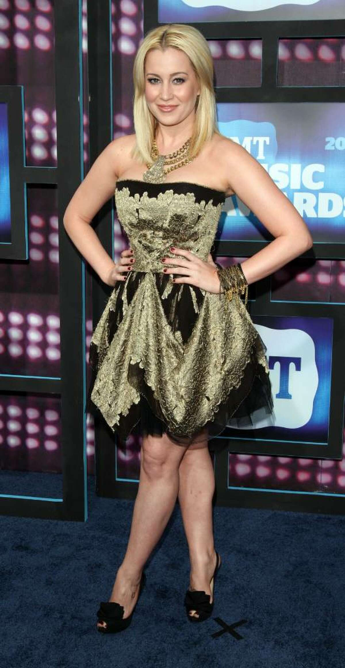 Kellie Pickler attends the 2010 CMT Awards in Nashville, Tenn. Wednesday, June 9, 2010. (AP Photo/Peter Kramer)
