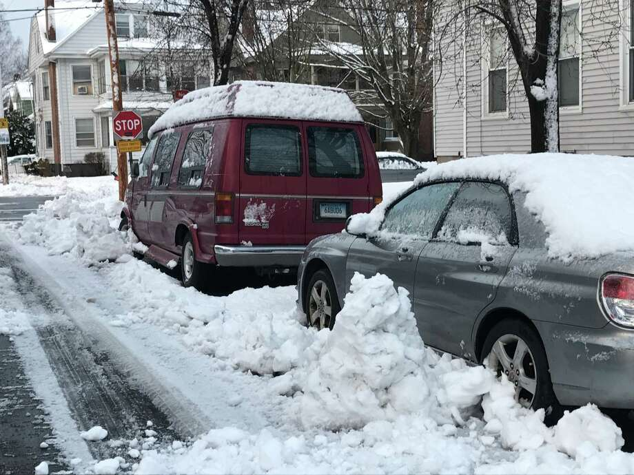 New Haven residents just have a little shoveling to do Thursday morning. Photo: By Jessica Lerner