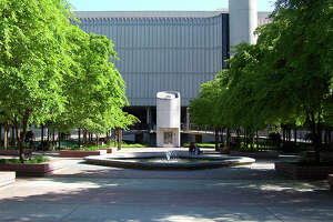 The Sacramento State library quad.